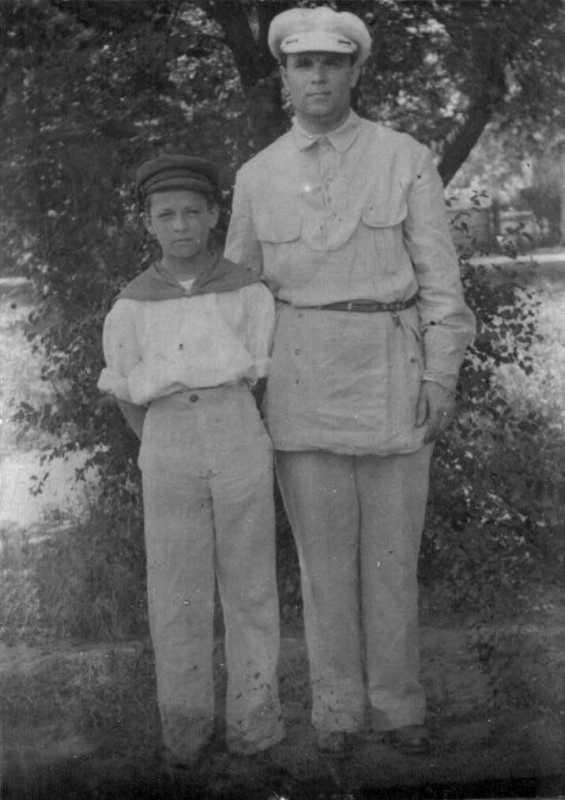 Олекса Кирий с сыном (начало 1920-х гг.)