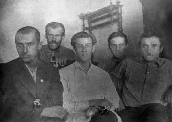 Микола Хвильовий серед товаришів