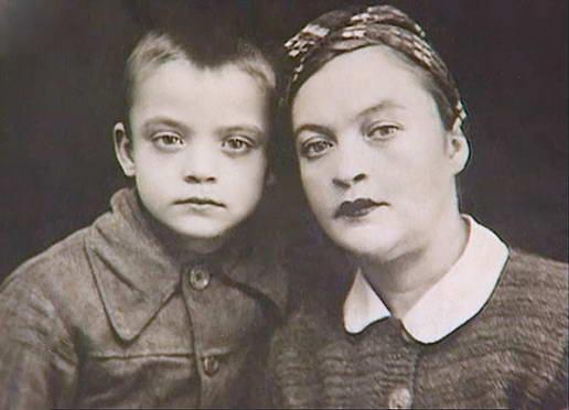 Владик з мамою. 1948 р.