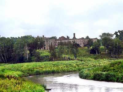Ізяслав. Вигляд палацу з протилежного берегу Горині