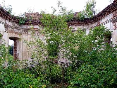 Ізяслав. Центральна, овальна у план зала з залишками сходів вздовж стін