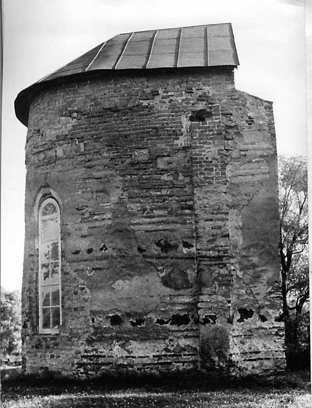 Остер. Церква св.Михаїла. Апсида з північного боку. Час зйомки не відомий.