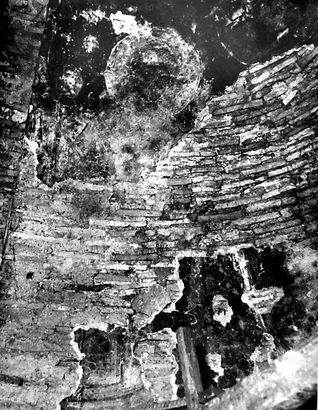 Остер. Церква св.Михаїла. Архангел на північному схилі конхи. Стан 1977 р.