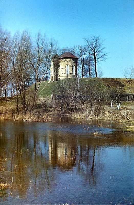 Остер. Церква св.Михаїла. Загальний вигляд з південного сходу. 1978 р. Фото М.І.Жарких