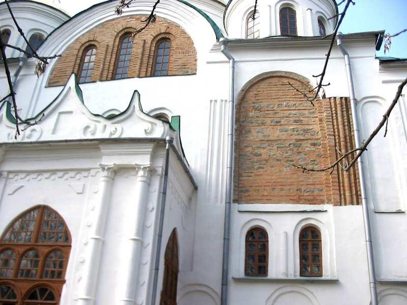Чернігів. Спасо-Преображенський собор. Південний фасад, відкриті частини стародавнього мурування.