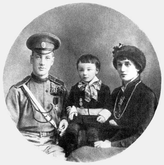 Микола Гумільов, Анна Ахматова та Лев. 1915 р.