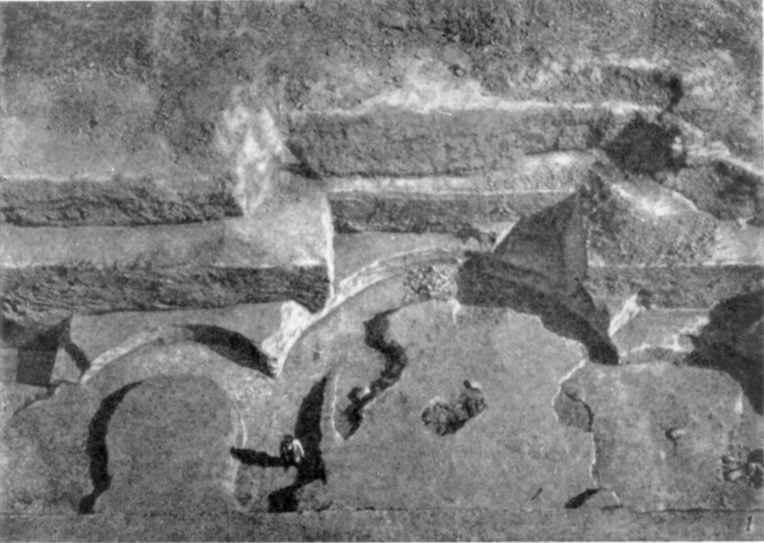 Табл. I-1. Развалины Десятинной церкви. Фундаментные рвы апсид (вид сверху)