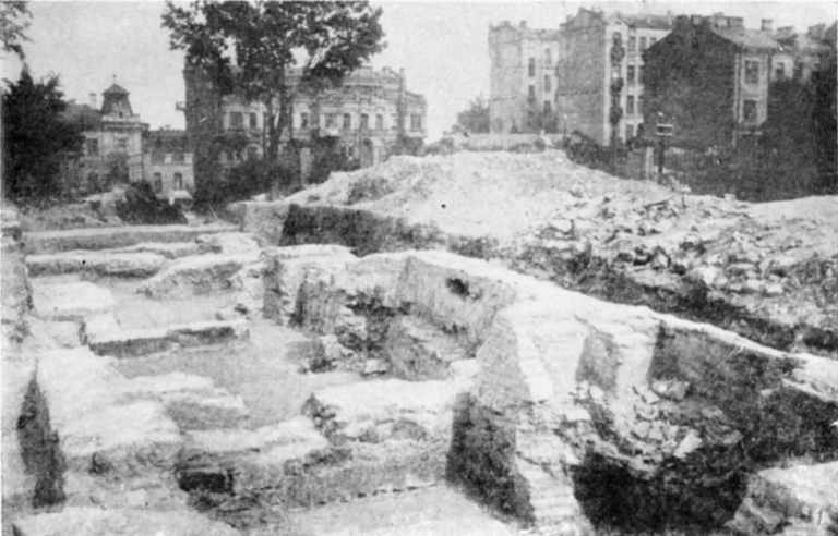 Табл. III-1. Развалины Десятинной церкви. Фундаменты южной галереи