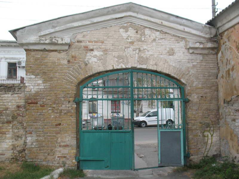 Боковые ворота Киево-Могилянской…