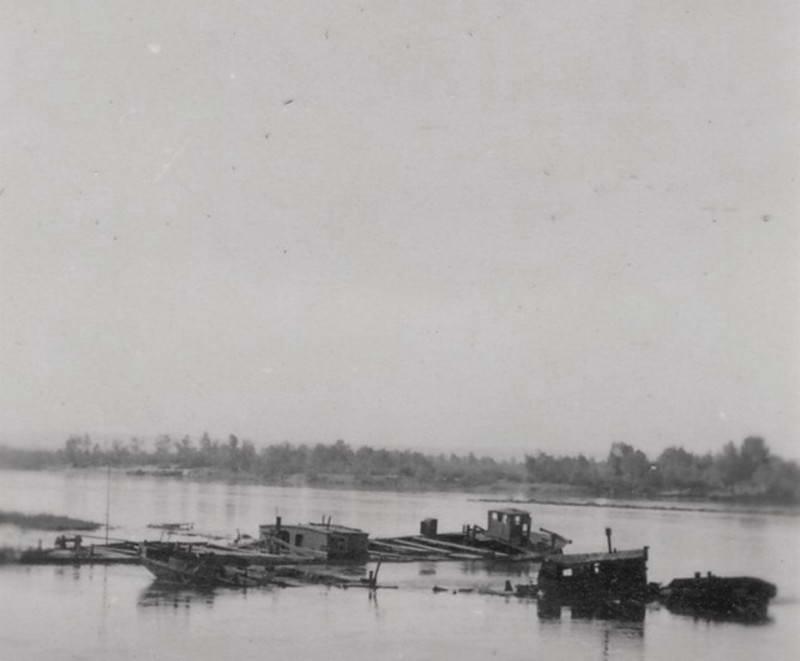 Затоплені баржі на Дніпрі, Київ,…