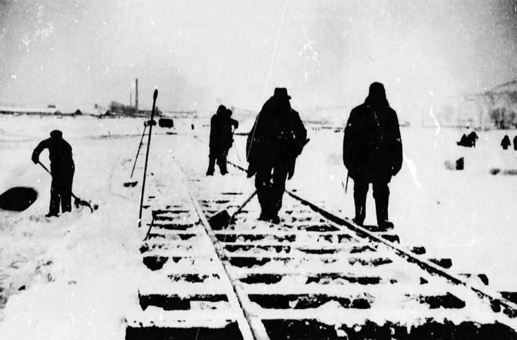 Будівництво залізничного мосту на…