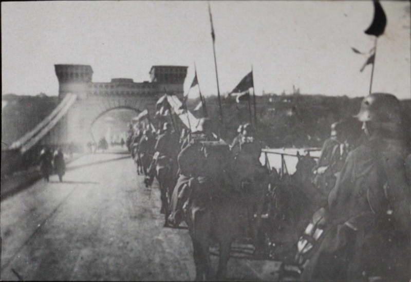 Німецька кавалерія вступає до Києва…