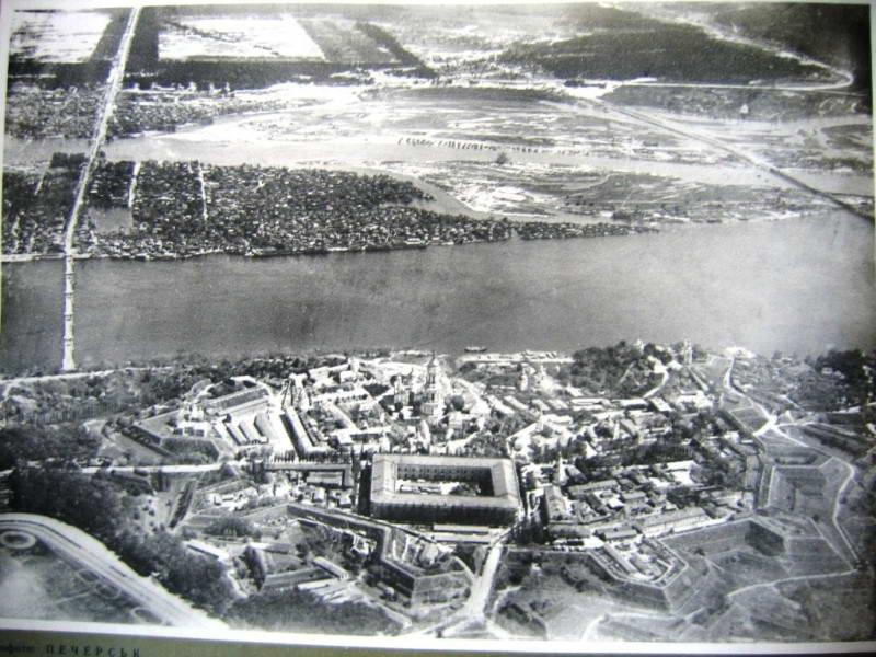 Вид на частину заплави Дніпра в Києві,…