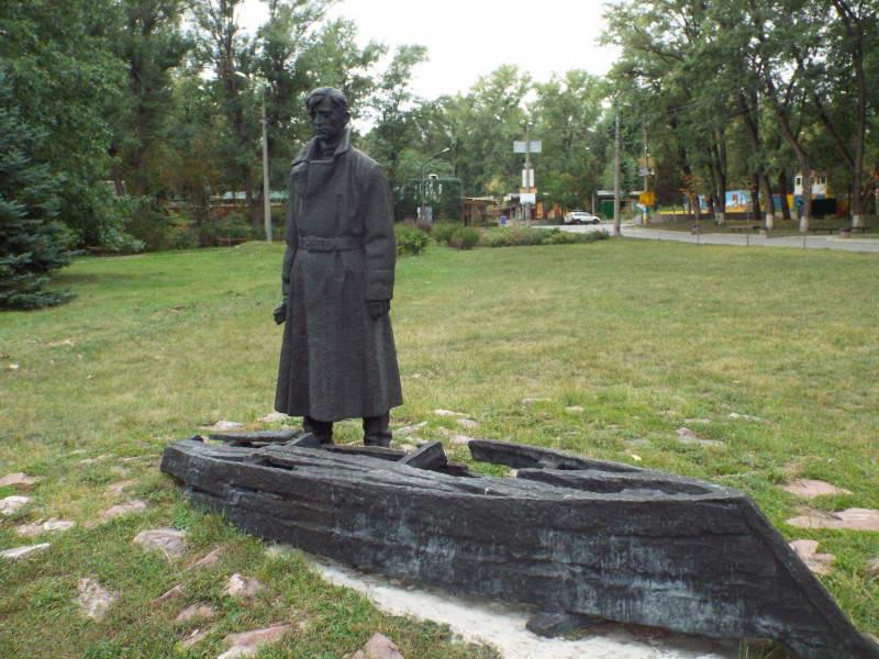 Пам'ятник спаленому селищу Водників на…