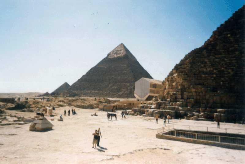 30. Парад пирамид близ Гизы (Египет)