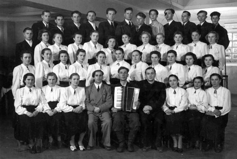 80. Lyman's amateur choir in 1956