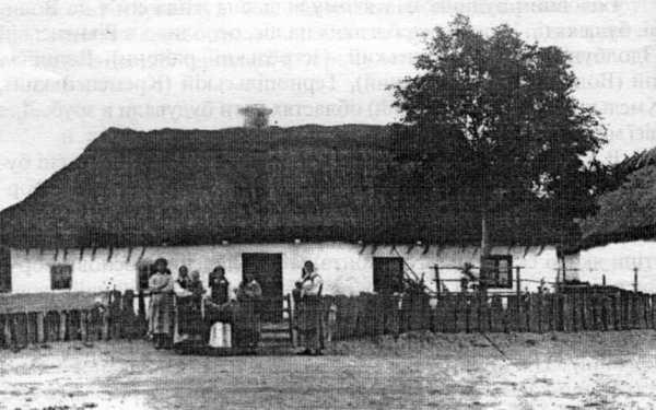 Хата у селі Свириди. Світлина 1910 року.
