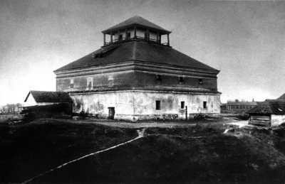 Комора. Світлина початку ХХ століття