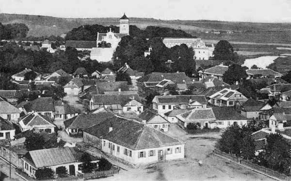 Вид на монастир оо. Бернардинів з вежі костьолу Івана Хрестителя. Світлина початку ХХ століття.