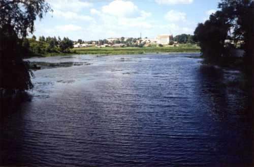 Вигляд бастіону (зліва) з мосту через р.Понору. 1998 р.