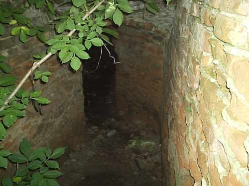 Бастіон в Заславі. Вхід до підземелля. Фото 2006 р.