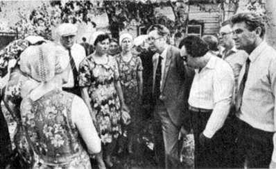 Київські літератори в колгоспі «Зоря»