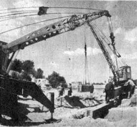 Перші блоки у фундамент будинку