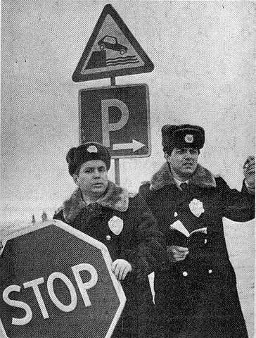 А.В.Иваницкий (слева) и лейтенант…